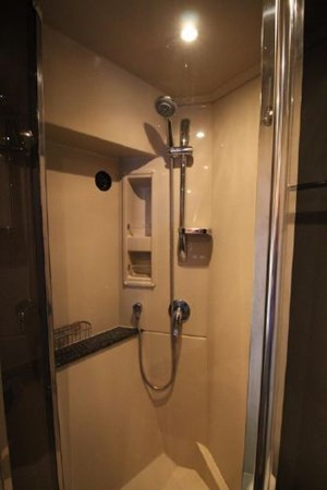 Master Shower 2007 Cruisers Yachts 447 Sport Sedan Cruiser 2446006