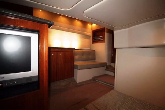 Mid Stateroom Seating 2007 Cruisers Yachts 447 Sport Sedan Cruiser 2446008
