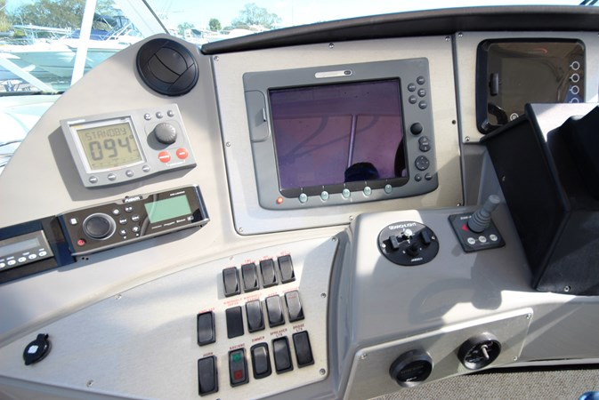Bow Thruster and Portside Electronics 2007 Cruisers Yachts 447 Sport Sedan Cruiser 2446025