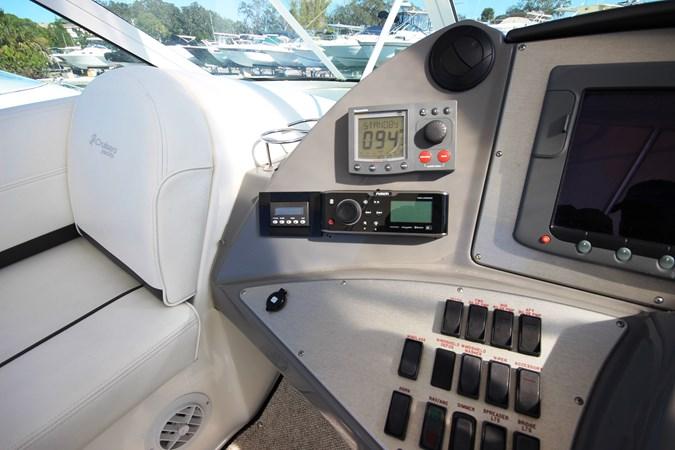 Bridge AC and Updated Fusion Stereo 2007 Cruisers Yachts 447 Sport Sedan Cruiser 2446027