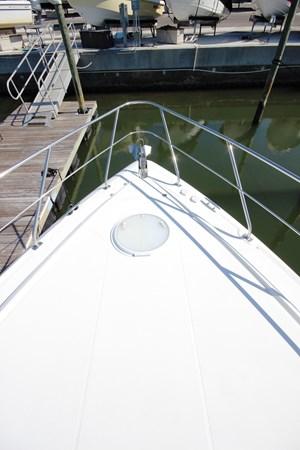 Foredeck 2007 Cruisers Yachts 447 Sport Sedan Cruiser 2446039