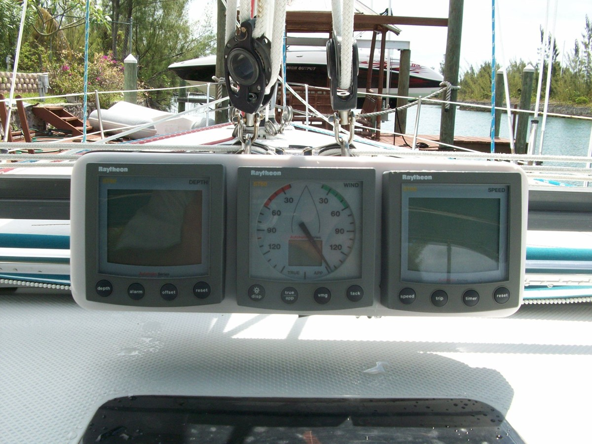 2001 CATALINA MKII Cruising Sailboat 2448794