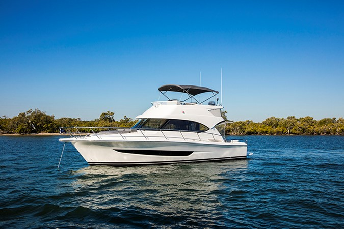 This 2019 39' Riviera 39 Sports Motor Yacht for sale - SYS Yacht Sales 2020 RIVIERA 39 Sports Motor Yacht Motor Yacht 2448590