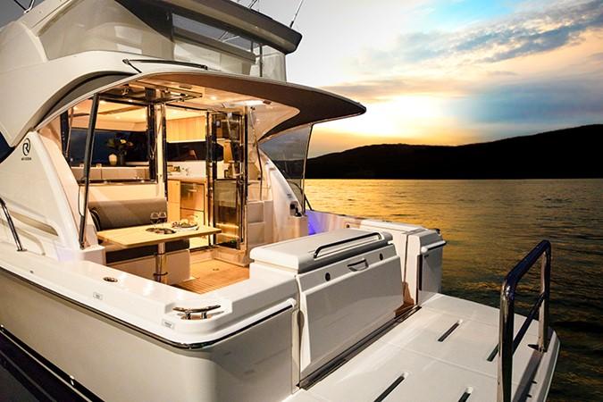 2020 RIVIERA 39 Sports Motor Yacht Motor Yacht 2448594