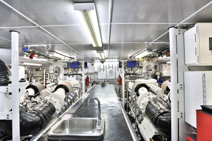 Engine 2006 BURGER  Motor Yacht 2580096