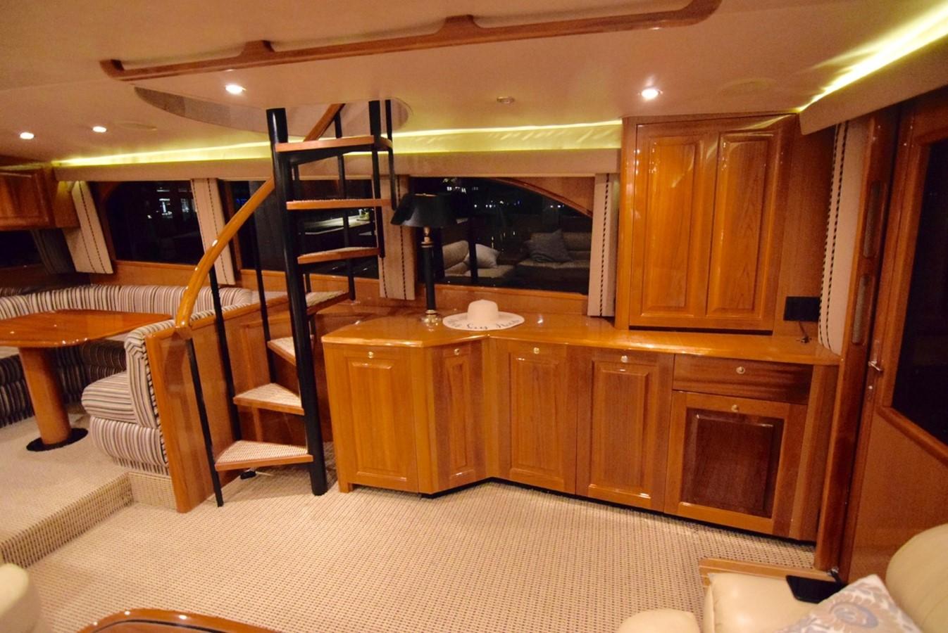 Salon 2001 VIKING Enclosed Bridge Motor Yacht 2449291