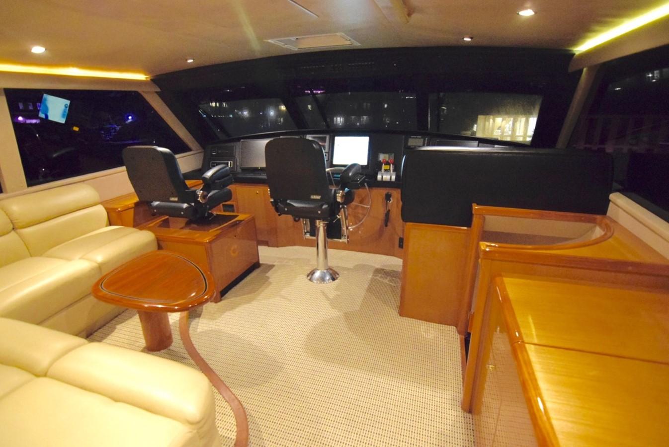 Pilothous 2001 VIKING Enclosed Bridge Motor Yacht 2449296