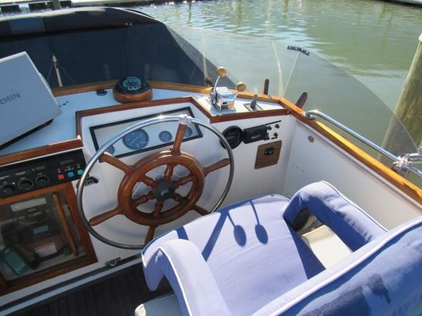 1985 GRAND BANKS Classic Motor Yacht 2452400
