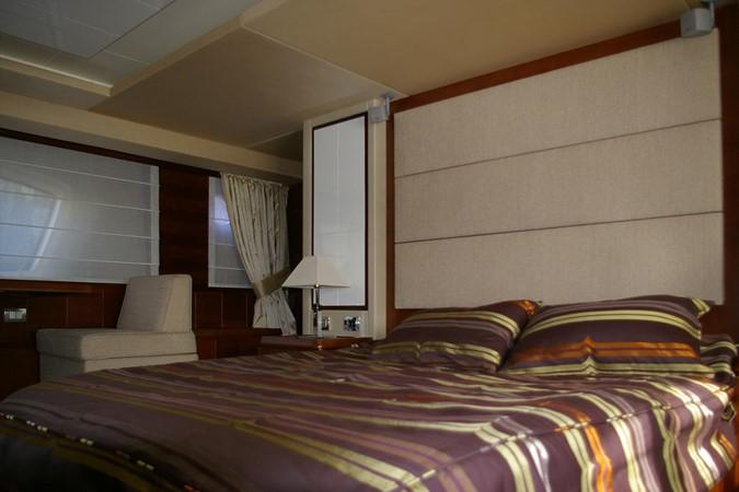 Master cabin 2009 AZIMUT  Motor Yacht 2452696