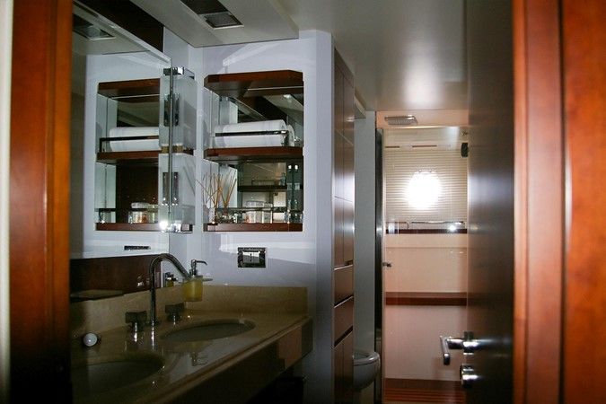 Bathroom 2009 AZIMUT  Motor Yacht 2452699