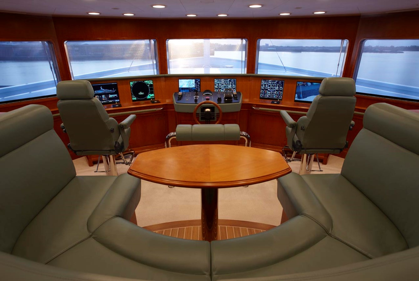 Bridge 2010 FEADSHIP  Motor Yacht 2454513