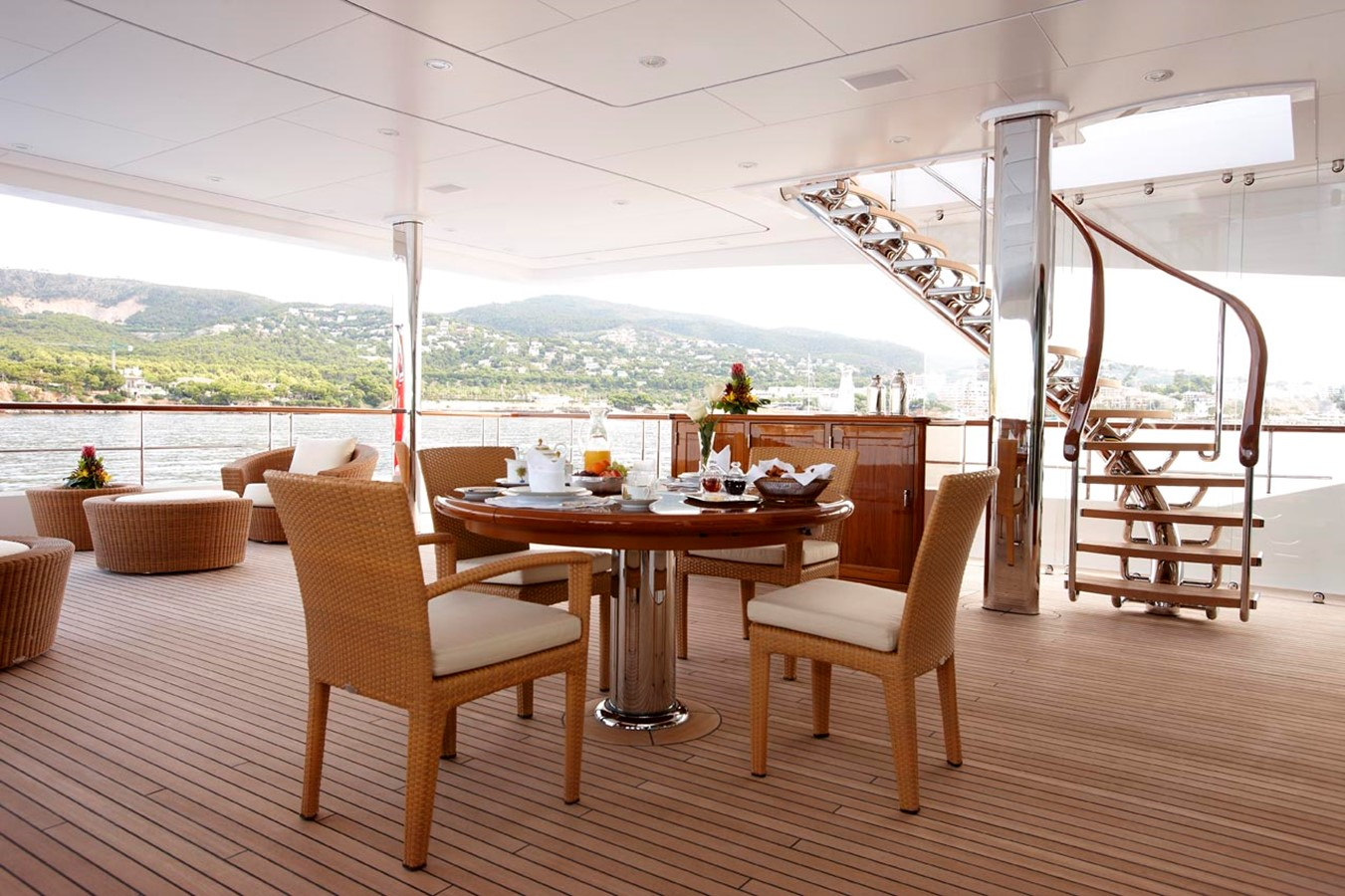 Owner's Aft Deck - 223 FEADSHIP For Sale
