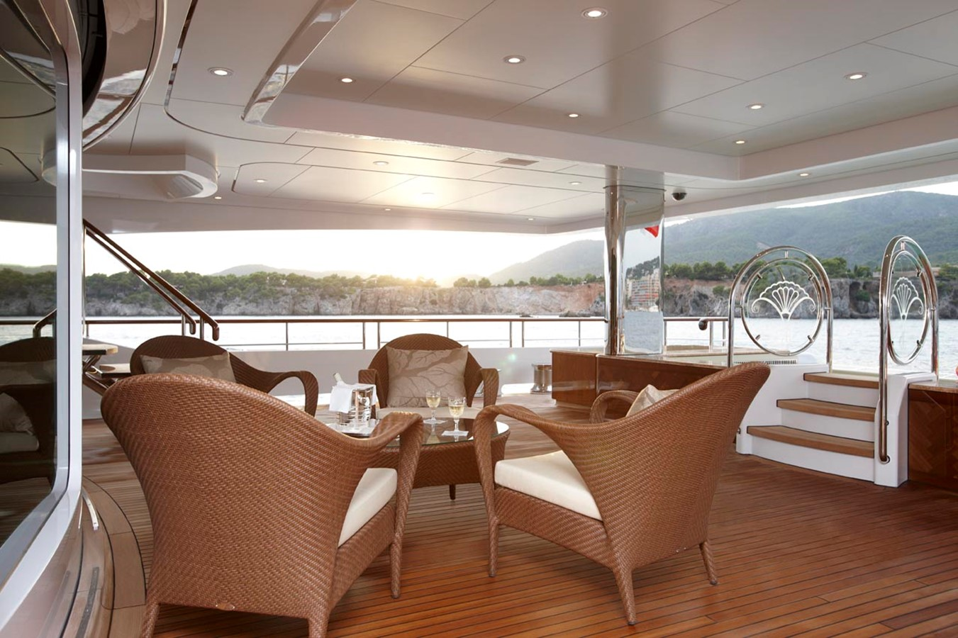 Aft Deck - 223 FEADSHIP For Sale