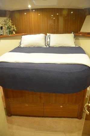 Forward Stateroom 2007 VIKING Convertible Sport Fisherman 2458789