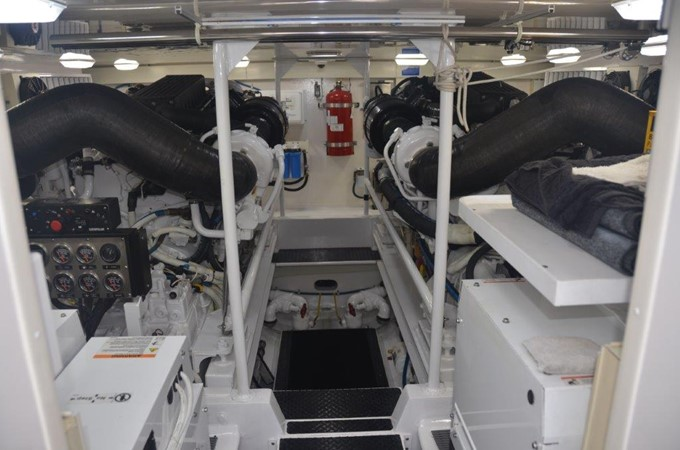 Engine Room 2007 VIKING Convertible Sport Fisherman 2458814