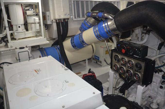 Engine Room 2007 VIKING Convertible Sport Fisherman 2458815