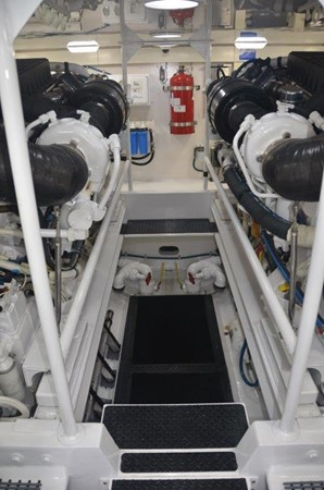 Engine Room 2007 VIKING Convertible Sport Fisherman 2458818