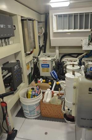 Engine Room 2007 VIKING Convertible Sport Fisherman 2458823