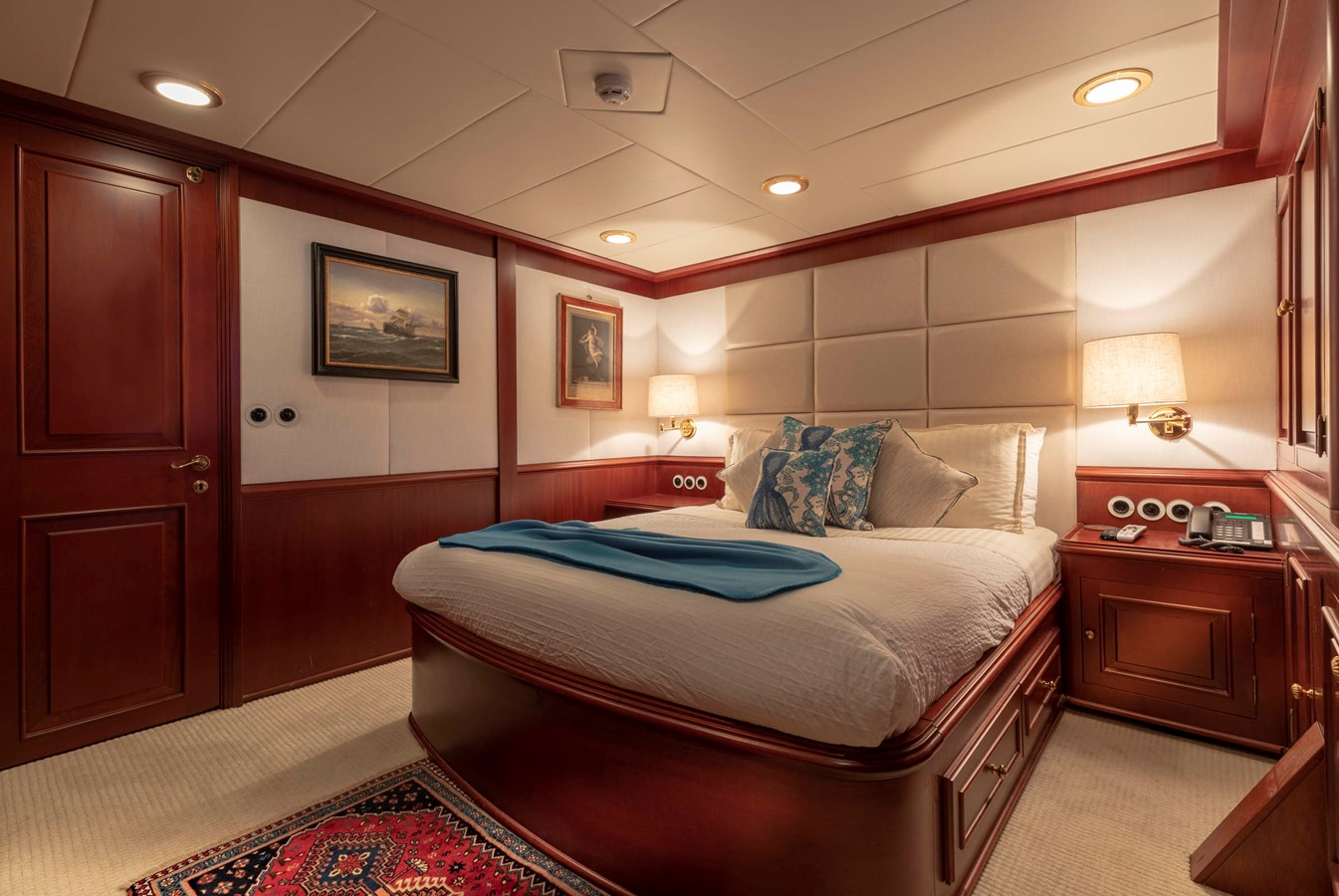 Port Queen Guest Stateroom 2001 CUSTOM Classic Fantail Motor Yacht 2528452