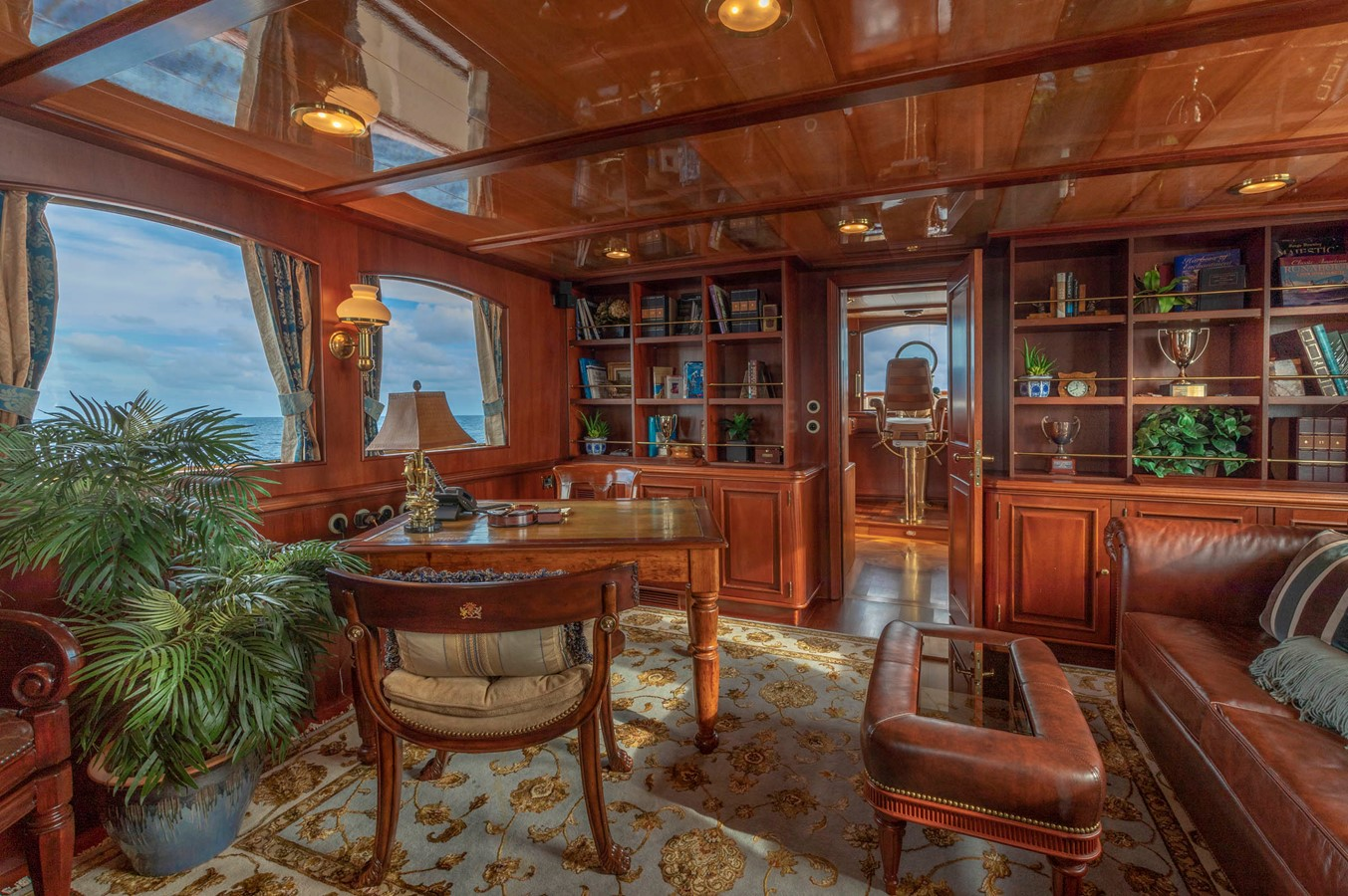 Skylounge/Owner's Office 2001 CUSTOM Classic Fantail Motor Yacht 2528461
