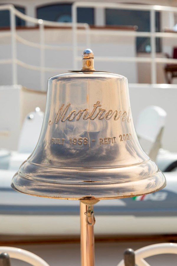 Ship's Bell 2001 CUSTOM Classic Fantail Motor Yacht 2528482