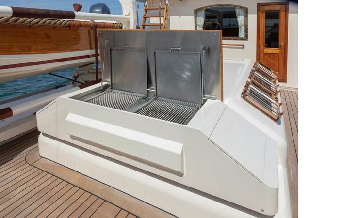 Bridge Deck BBQ Grill 2001 CUSTOM Classic Fantail Motor Yacht 2528469