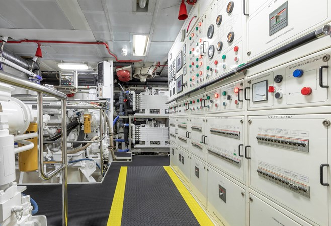 Engine Room 2001 CUSTOM Classic Fantail Motor Yacht 2528478