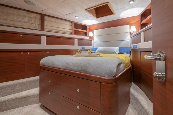 Guest double bed cabin  2007 CUSTOM BUILT  Trawler 2461155