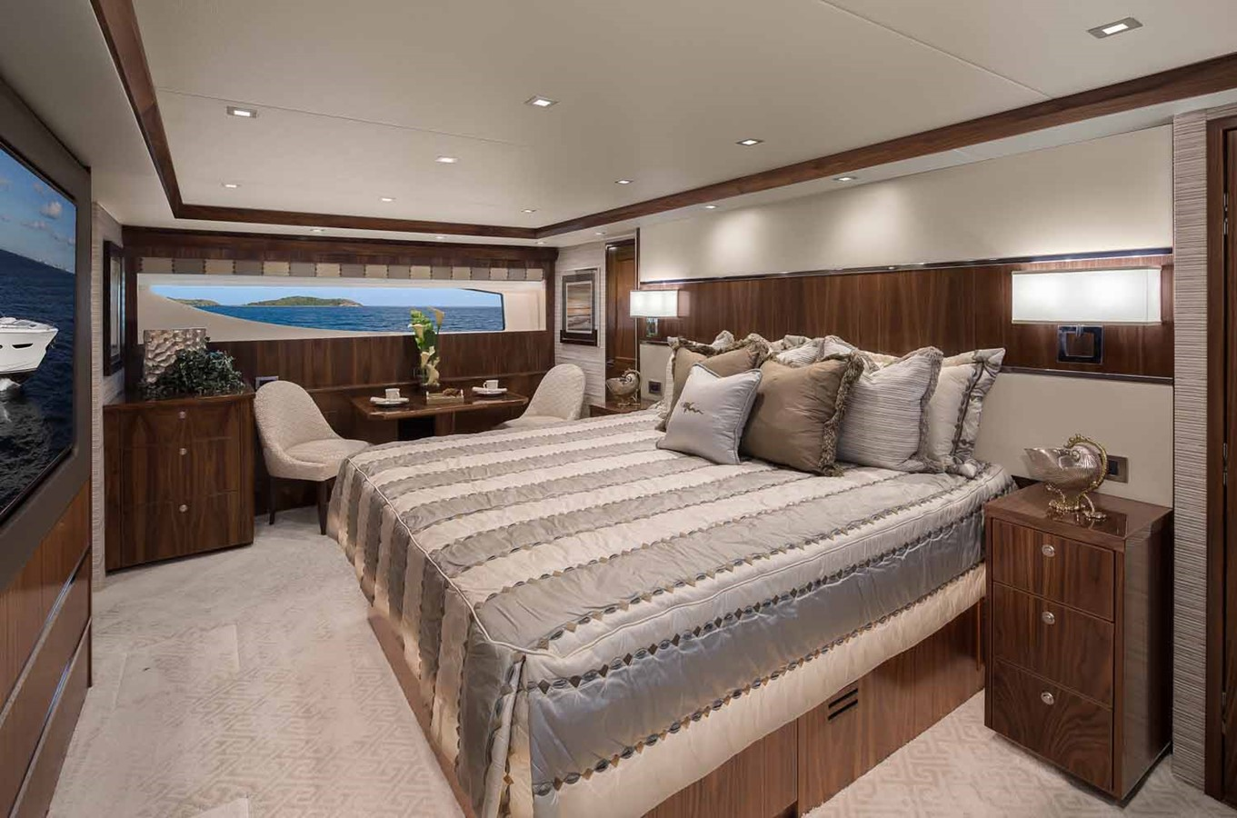 2019 VIKING Enclosed Bridge Motor Yacht 2464004