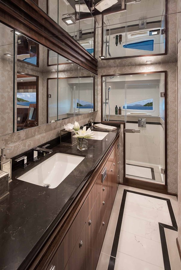 2019 VIKING Enclosed Bridge Motor Yacht 2464006