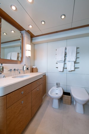 Guest Head Annapolis 2004 OCEANFAST 174 Custom Superyacht Mega Yacht 2500995