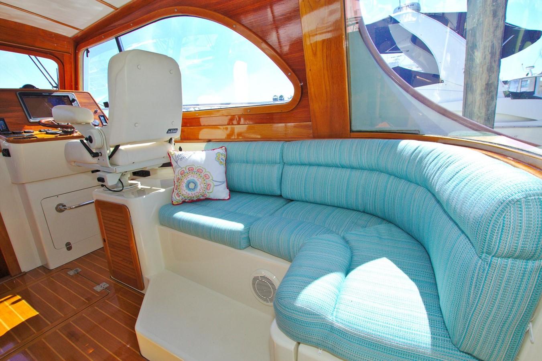2002 HINCKLEY Talaria 44 FB Motor Yacht 2465312