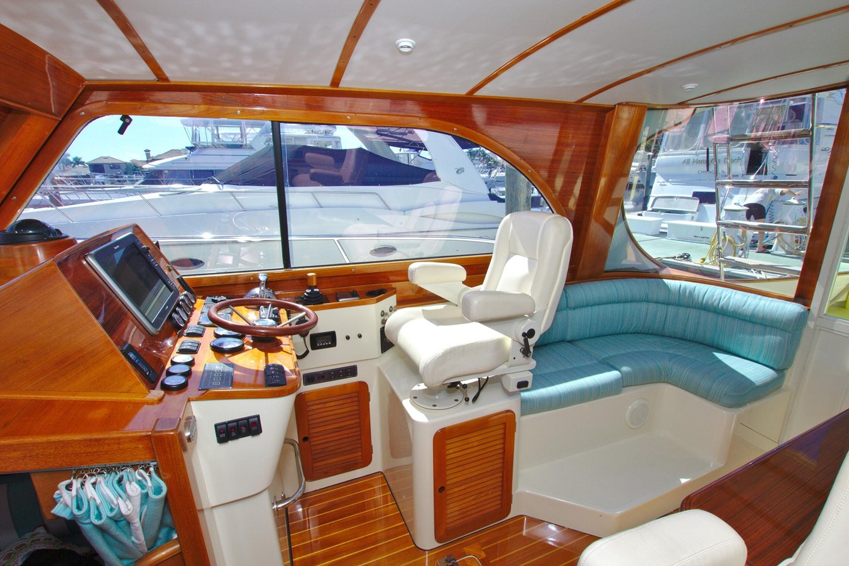 2002 HINCKLEY Talaria 44 FB Motor Yacht 2465313