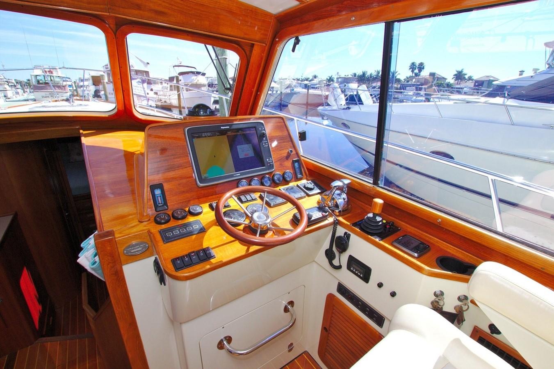 2002 HINCKLEY Talaria 44 FB Motor Yacht 2465314