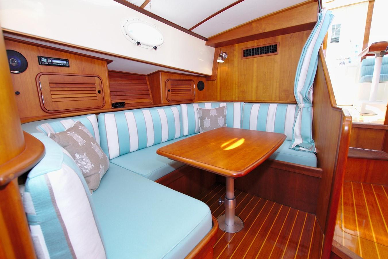2002 HINCKLEY Talaria 44 FB Motor Yacht 2465326