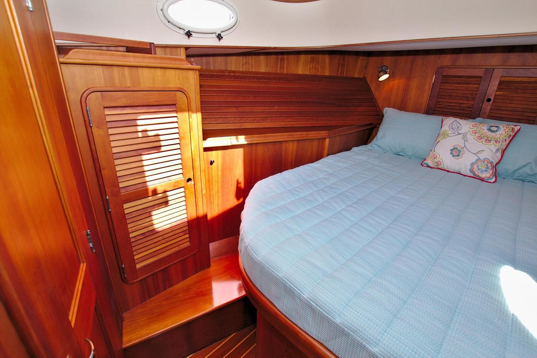 2002 HINCKLEY Talaria 44 FB Motor Yacht 2465329