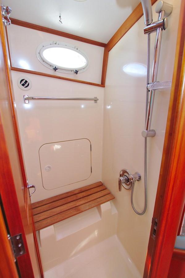 2002 HINCKLEY Talaria 44 FB Motor Yacht 2465335