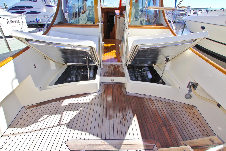 2002 HINCKLEY Talaria 44 FB Motor Yacht 2465336