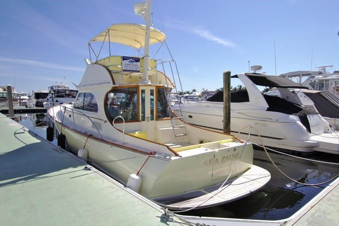 2002 HINCKLEY Talaria 44 FB Motor Yacht 2465297