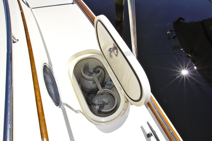 2002 HINCKLEY Talaria 44 FB Motor Yacht 2465302