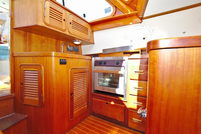 2002 HINCKLEY Talaria 44 FB Motor Yacht 2465321