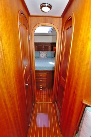 2002 HINCKLEY Talaria 44 FB Motor Yacht 2465328