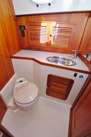 2002 HINCKLEY Talaria 44 FB Motor Yacht 2465332
