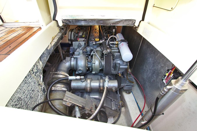 2002 HINCKLEY Talaria 44 FB Motor Yacht 2465338