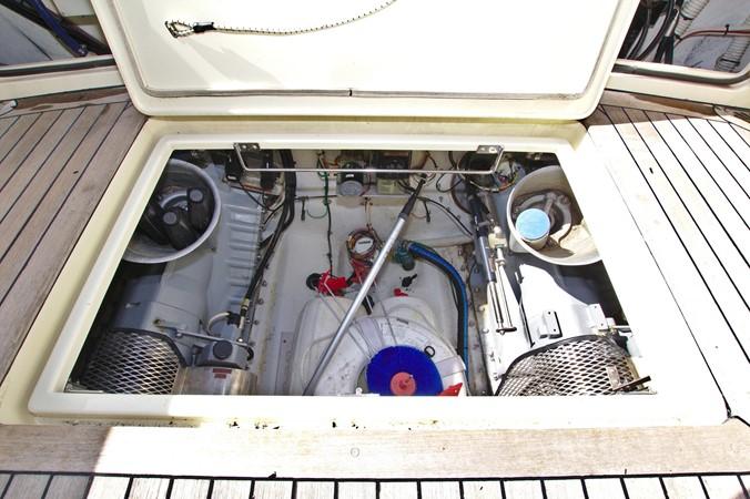 2002 HINCKLEY Talaria 44 FB Motor Yacht 2465352