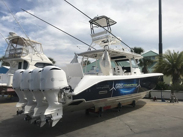 Grid Connection Everglades 2016 CC Starboard Quarter 2016 EVERGLADES 43 Center Console Center Console 2466260