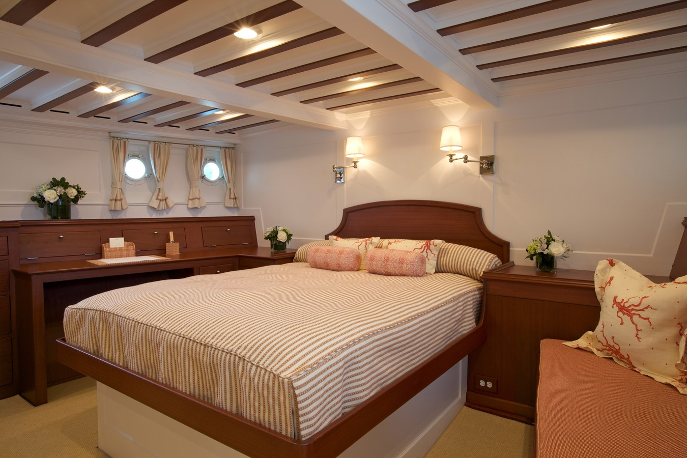 Master Stateroom  1926 TRUMPY Mathis Fantail (Fractional Opportunity) Motor Yacht 2467411