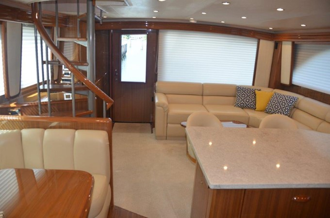 Salon 2007 VIKING Enclosed Bridge Sport Fisherman 2469425