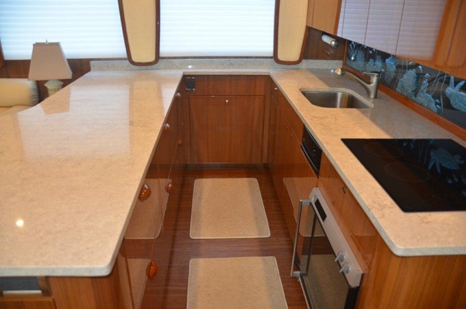 Galley 2007 VIKING Enclosed Bridge Sport Fisherman 2469429