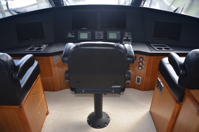 Enclosed Bridge 2007 VIKING Enclosed Bridge Sport Fisherman 2469447